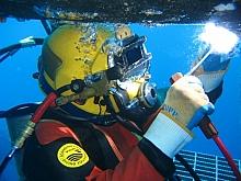 Wet welding diver